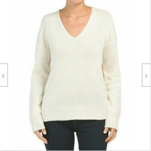 THEORY Relaxed V-Neck Soft 100% Cashmere Ivory